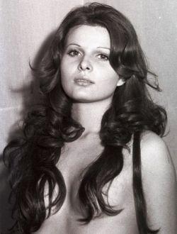 Голая Симонетта Стефанелли