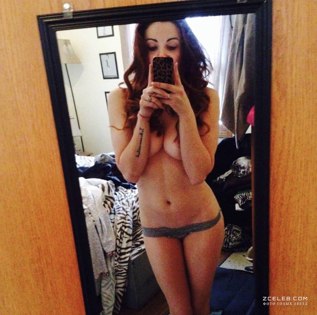 Брюнетка выложила в сеть свои частные фото  5403