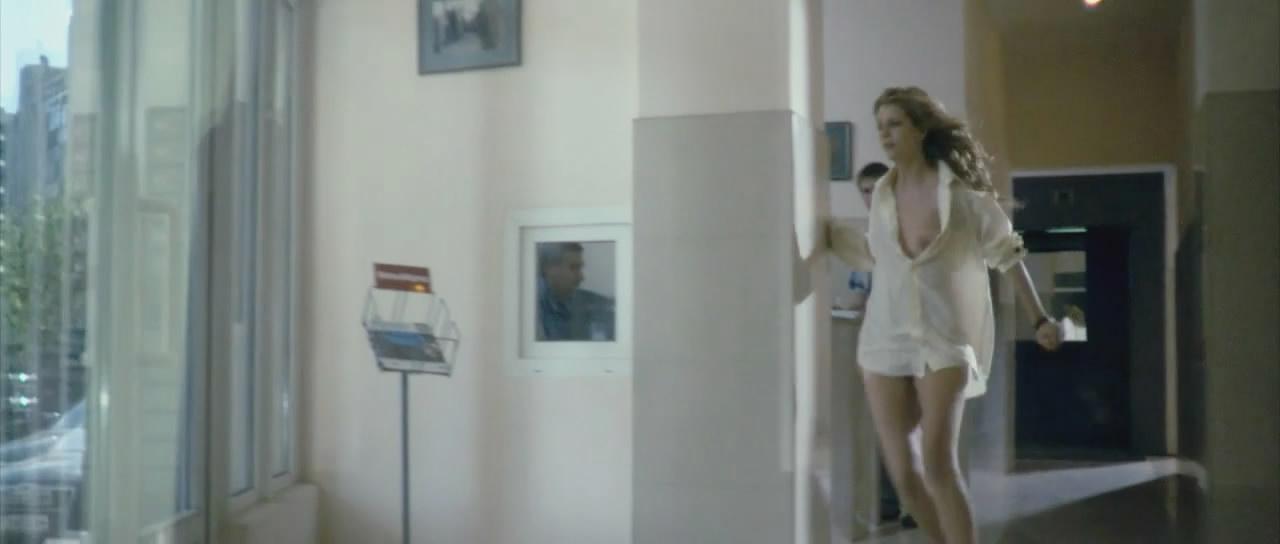 otkrila-dver-golaya-video